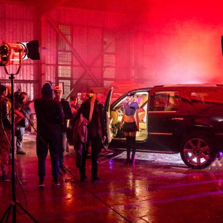 Подготовка сцены в клипе - видео продакшн - клипмейкер