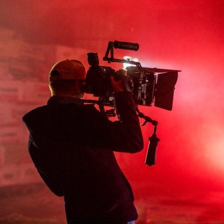 Оператор за работой - видеопродакшн студия Сочи