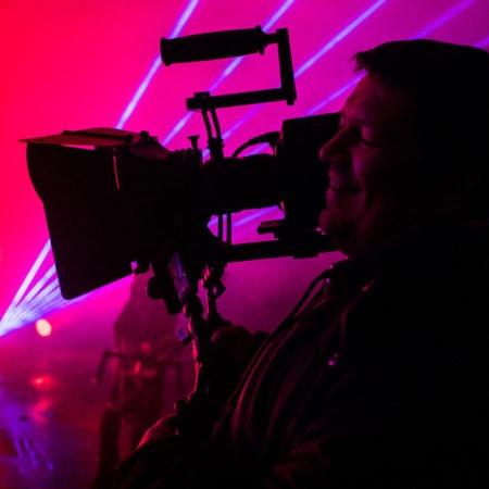 Оператор доволен работой - съемки музыкального клипа