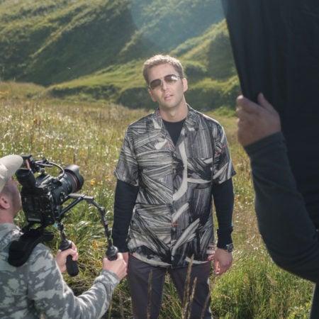 Съемка сцены музыкального клипа в горах Сочи